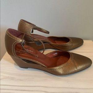 Donald J Pliner Bronze Wedge Shoes Size 7.5